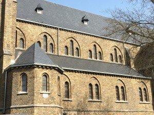 toiture et tour en ardoises naturelles  à l'église d'Esneux